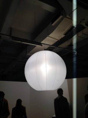 An interiors detail to note for SS15: Chinese lanterns go MASSIVE at Jonathan Saunders' presentation.