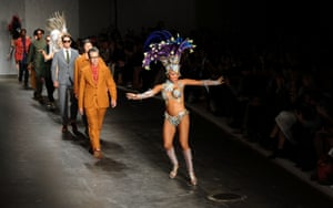 LONDON, ENGLAND - JUNE 16:  A dancer leads models down the runway at the Oliver Spencer show during the London Collections: Men SS15 on June 16, 2014 in London, England.  (Photo by Stuart C. Wilson/Getty Images) Catwalk Celebrities Fashion Spring Summer Spring Summer Collection