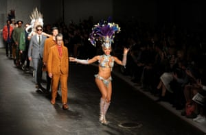 A dancer leads models down the runway at the Oliver Spencer show during the London Collections: Men SS15 on June 16, 2014 in London, England.  (Photo by Stuart C. Wilson/Getty Images) Catwalk Celebrities Fashion Spring Summer Spring Summer Collection