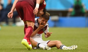 Pepe head butts Thomas Mueller.