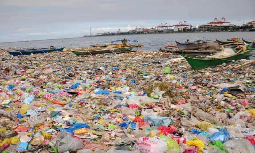 Manila Bay plastic bags and rubbish floating boats philippines