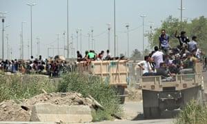 Iraqi Shia volunteers for war