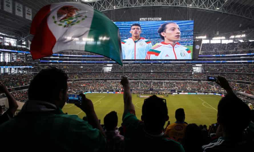 Mexico fans, Arlington