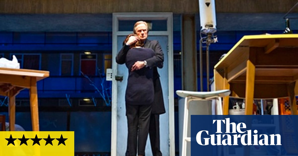 fdc580db2b4b Skylight review – Nighy and Mulligan in moving mixture of politics and love