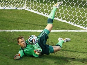 A comfortable looking Manuel Neuer.