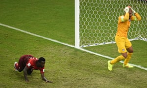 US goalkeeper Tim Howard reacts after Portugal's forward Silvestre Varela scores in the last minute of injury time.