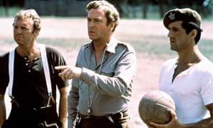 Bobby Moore, Michael Caine & Sylvester Stallone in Escape to Victory, directed by John Huston in 198