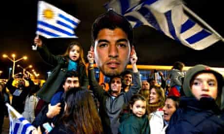 Fans await the arrival of Luis Suárez at Carrasco airport, Montevideo