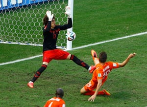 sport--: Mexico's goalkeeper Guillermo Ochoa