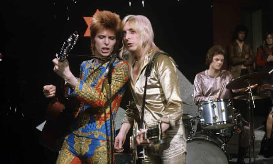 David Bowie on stage with Mick Ronson