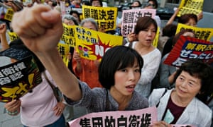 Japanese people ptotest at constitution change