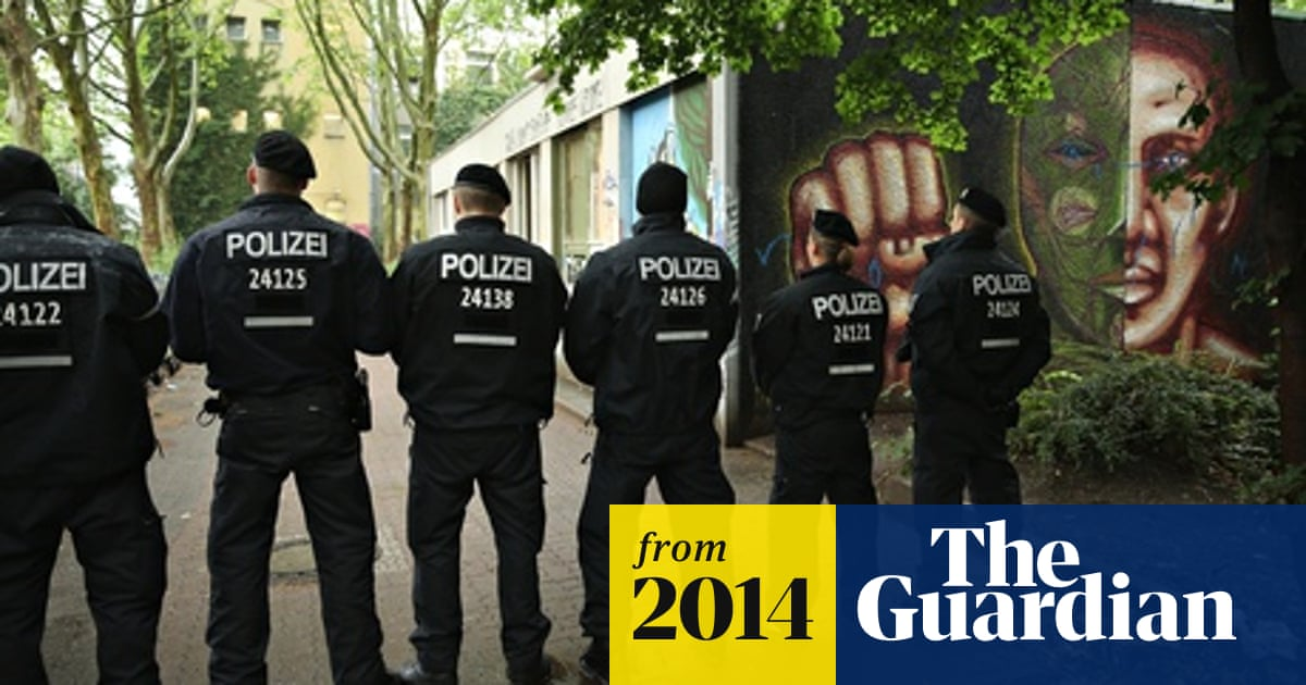 Asylum seekers in standoff with police at Berlin protest   World