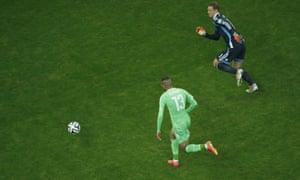 Islam Slimani reaches the ball before Manuel Neuer...