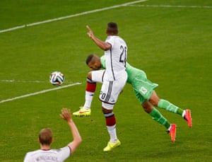 Slimani heads the ball and scores...