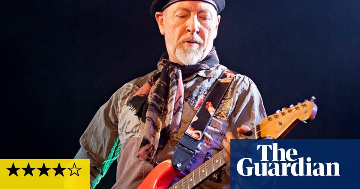 Richard Thompson review – the guitar virtuoso showcases six decades