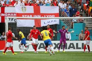 England v ecuador: Enner Valencia scores