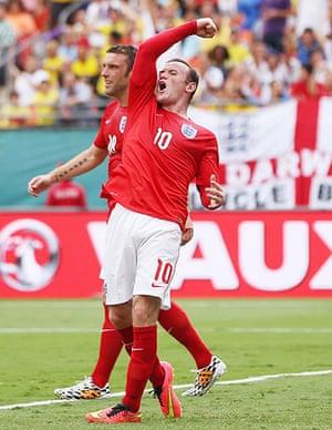 England v ecuador: Rooney celebrates