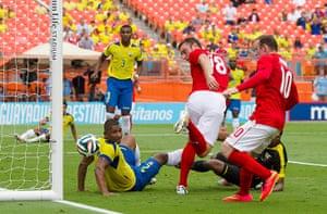 England v ecuador: Lambert hits the post