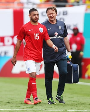 England v ecuador: Oxlade-Chamberlain goes off injured