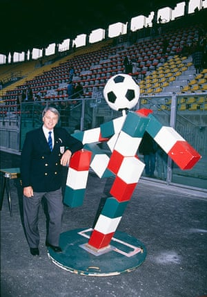 memory lane: England manager Bobby Robson with 'Ciao'