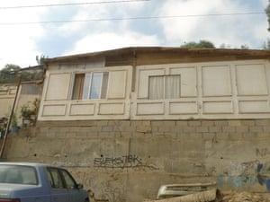 Tijuana - garage door house