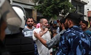 Palestinian civil servants clash