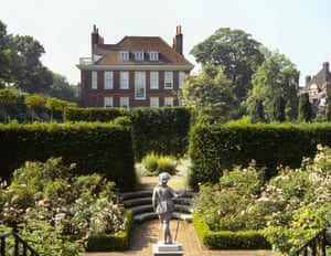 Fenton House Garden, Hampstead, is a walled enclosure built in the 17th century. The upper and lower levels include formal walks, a herb garden and an historic orchard withmore than 30 varieties of English apples