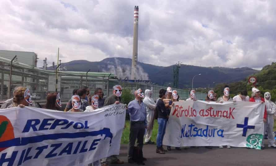 Protest during first shipment of Tar Sands oil in Europe, Bilbao, Spain