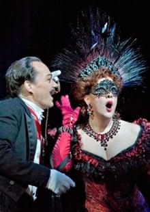Christopher Maltman as Eisenstein and Susanna Phillips as Rosalinde in Die Fledermaus