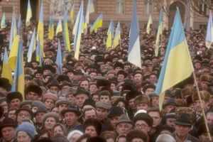 A pro-independence rally is held in Lvov, Ukraine, February 1990.