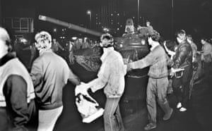 Hardliners, strongly opposed to Gobachev's proposal of a voluntary federation staged a military coup and tanks were sent into central Moscow in the early hours of August 20, 1991.