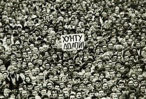 People rallied in support of Gorbachev and against the State Committee on the State of Emergency across Russia, including Leningrad.