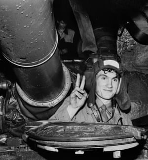 A Soviet Army soldier joined the demonstrators against the coup and salutes from his tank in front the Russian White House