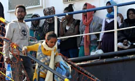 Migrants disembark in Palermo