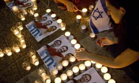 Israelis mourn and light candles in Rabin Square in Tel Aviv on 30 June, 2014 after the announcement that the bodies of the three missing Israeli teenagers had been found.