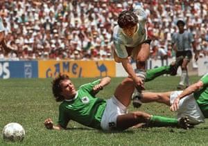 1986 world cup final: Maradona evades tackle