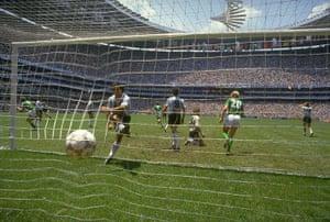 1986 world cup final: Voller scores
