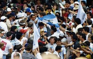 1986 world cup final: Maradona with trophy