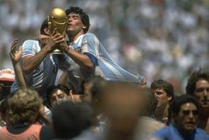 1986 world cup final: Argentina lift trophy
