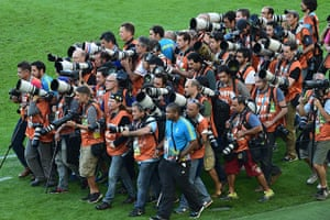 sport.: Photographers gather ahead of the team p