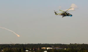 A Ukrainian helicopter Mi-24 gunship fires decoy flares over a residential area moments after attacking Donetsk international airport on 26 May, 2014.
