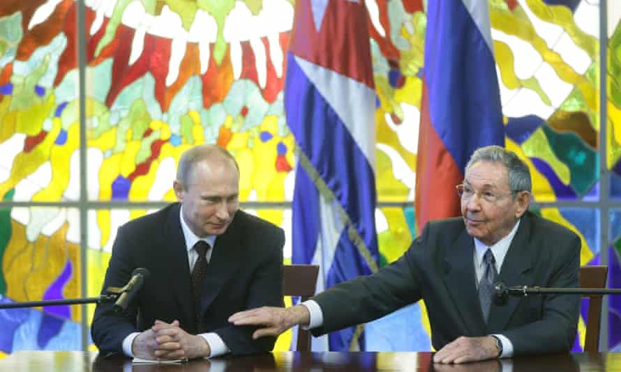 President of Russia Vladimir Putin (L) and Cuban President Raul Castro in the Revolution Palace, Havana