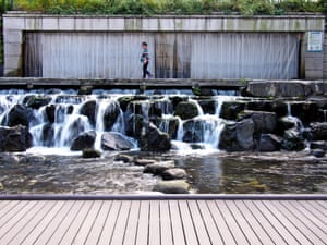 6 Euljiro-1-ga (Cheonggyecheon) – Paved over for an elevated highway in the 1950s, the Cheonggye Stream was unearthed and restored in 2005. It's now Seoul's signature urban renewal project and a favorite with locals, tourists and waterfowl.