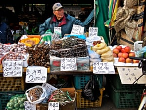 7 Garak Market (Garak Market) – Garak in southeastern Seoul is the country's largest wholesale market, covering 540,000 sq m and selling a daily average of 7,300 tons of food.