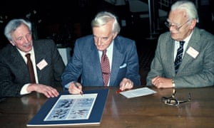 Phil Hollom (left), ornithologist, who has died aged 102, with Roger Peterson and Guy Mountfort