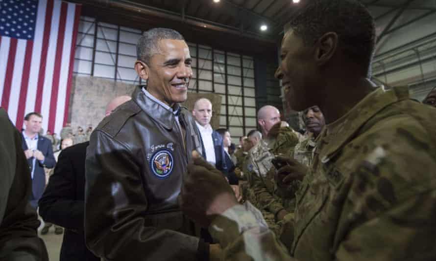 Obama visits Bagram