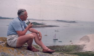 Harold Wilson on the Isles of Scilly with sunburnt legs.