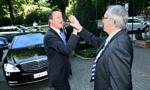 Jean-Claude Juncker greets David Cameron