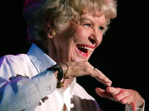 "elaine stritch in ""elaine stritch at liberty"" @ old vic (opening 9-10-02)"