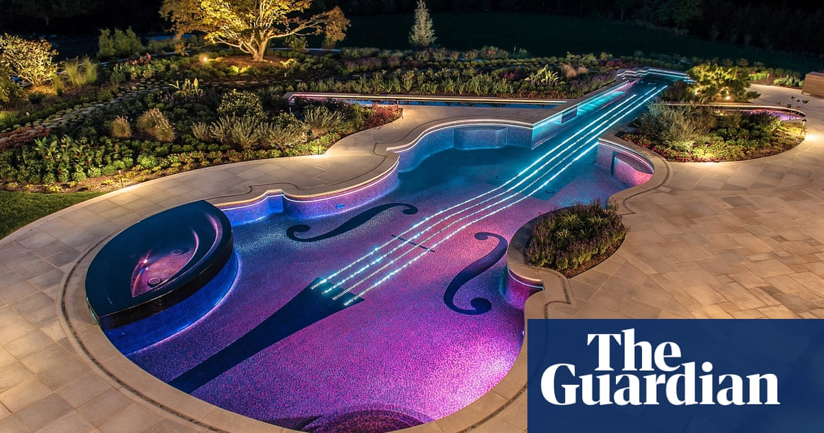 Spectacular swimming pools – in pictures